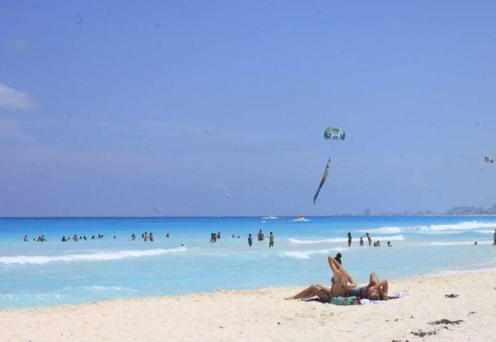 Visitantes de Europa ponen en segundo lugar el sol y la arena. (Harold Alcocer/SIPSE)