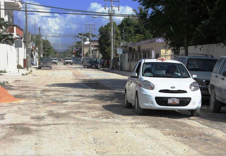 Habitantes de la colonia Mayapax piden a las autoridades que atiendan las necesidades de la zona. (Rossy López/SIPSE)