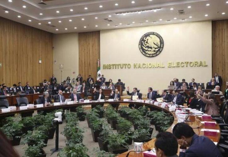 El Consejo General del INE aprobó por unanimidad los dictámenes para quitar el registro a ambos partidos . (Redacción/SIPSE)