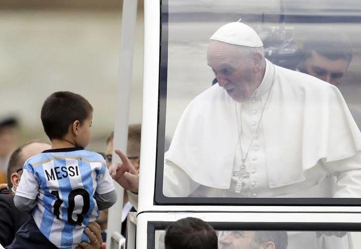 Francisco pidió que los vehículos en los que se transportará en México no sean ostentosos. (AP)