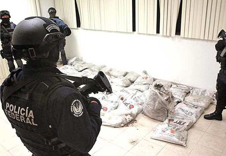 """El mayor decomiso de cocaína de la historia en el AICM se conoció como el caso de la """"cocaína negra"""", en septiembre de este año. La droga provenía de Colombia. (Excelsior)"""