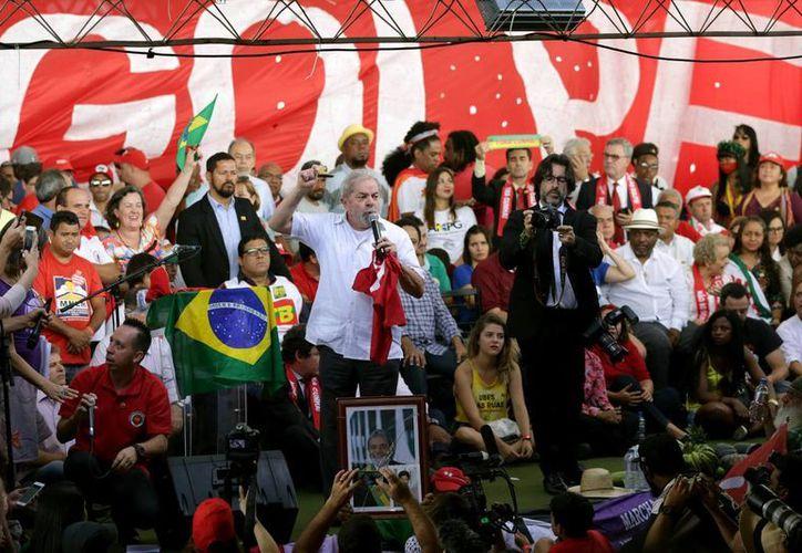 El expresidente Lula da Silva declaró que el juicio político contra la mandataria Dilma Rousseff es un retroceso. (Fotos: AP)