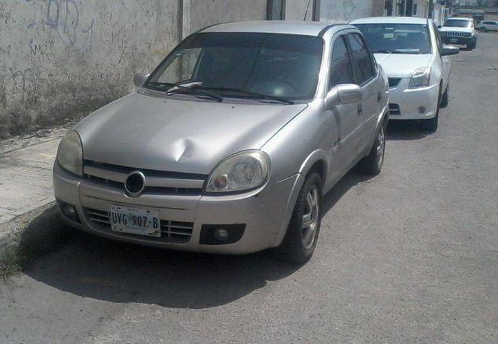 El vehículo abandonado, fue encontrado cerca del Hospital General. (Redacción/SIPSE)