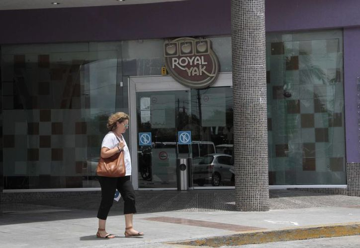 Casinos completan su documentación en el Ayuntamiento. (Tomás Álvarez/SIPSE)