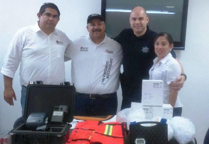 El equipo entregado fue: dos alcoholímetros, boquillas, diez chalecos anti reflejantes y 600 folletos con información de prevención. (Redacción/SIPSE)