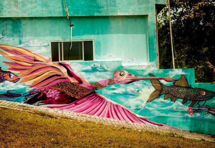 50 bardas prevén pintar los artistas. Hasta el momento llevan 20 en diversos puntos de la ciudad. (Foto: Javier Ortiz  / SIPSE)