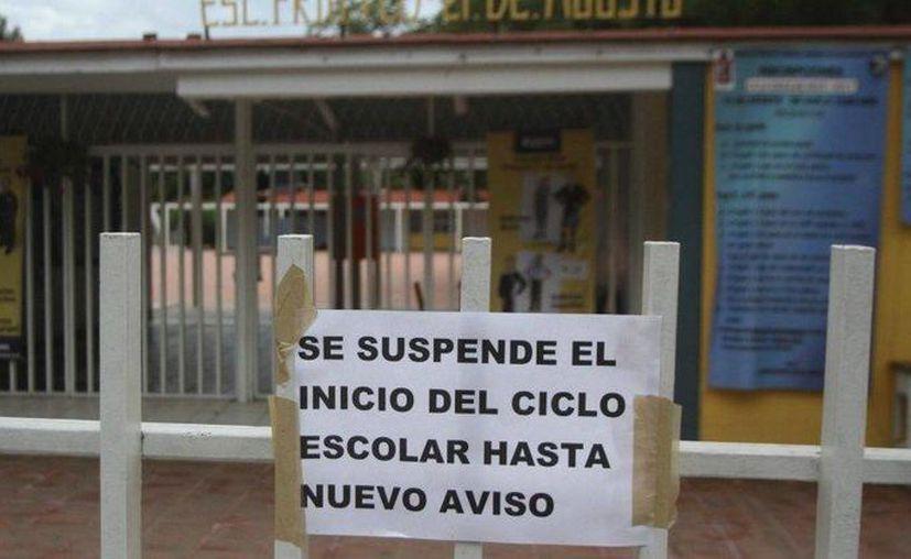 Los padres de familia de siete comunidades de Oaxaca solicitaron a la Ieepo que sustituya a los maestros de la CNTE que están en paro por la reforma educativa. (animalpolitico.com)