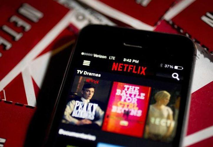 En México, el autobús es el espacio público donde mayor consumo de Netflix se hace. (Contexto)