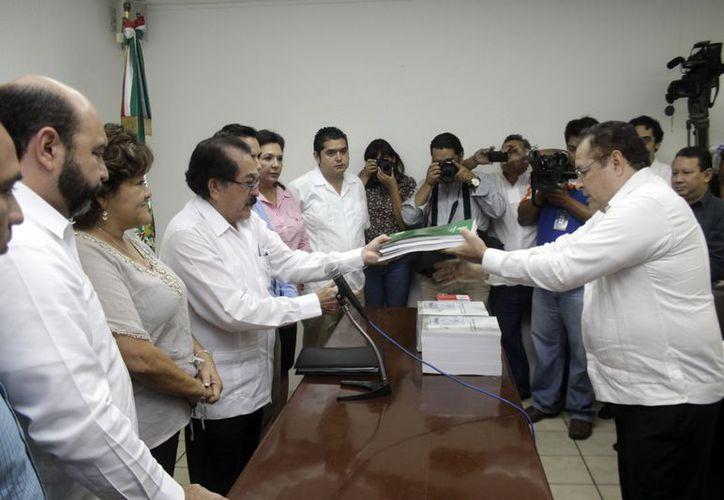 La Comisión Permanente del Congreso se encargó de recibir el Paquete Fiscal. (Christian Ayala/SIPSE)