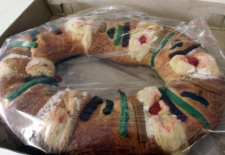 Miembros de la industria panificadora harán todo de su parte para que el nuevo impuesto del 8% al pan dulce impacte lo menos posible en el precio de la Rosca de Reyes. (Notimex)