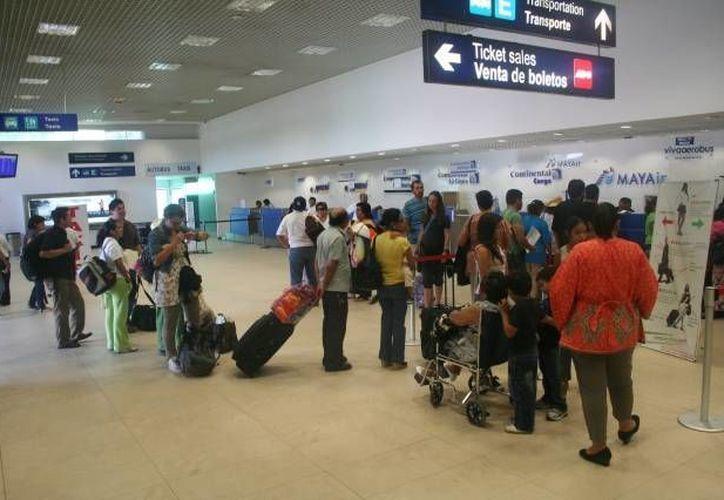 Los periodistas llegarán al aeropuerto internacional Manuel Crescencio Rejón el día lunes. (Archivo/SIPSE)