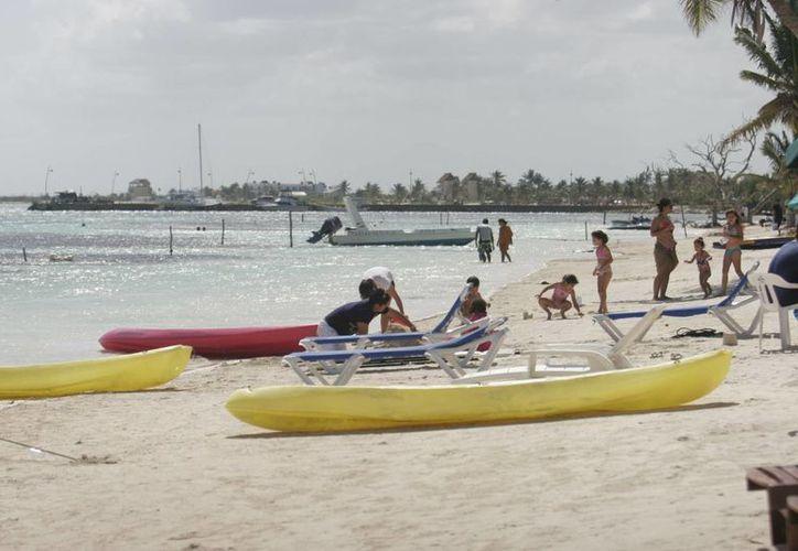 Durante la Semana Santa del año pasado, Majahual recibió un promedio de 10 mil visitantes por día. (Harold Alcocer/SIPSE)
