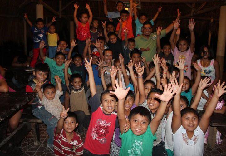 Más de 100 niños se beneficiaron de las actividades y regalos que se ofrecieron en comunidades mayas. (Carlos Calzado/SIPSE)