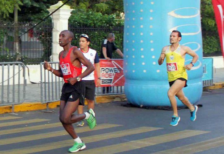 El keniano Paul Gatheron ganó  la Carrera de los Industriales de la Canacintra, con un tiempo de  34 minutos y 12 segundos. (Milenio Novedades)