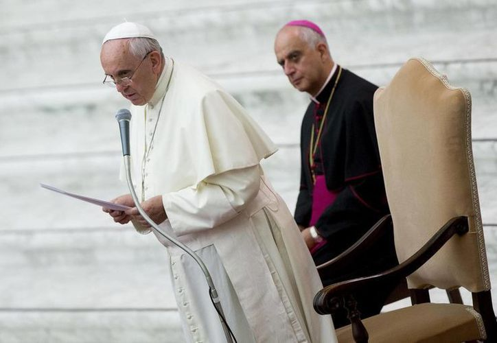 Imagen del Papa Francisco en un acto público en el Vaticano. Llamó a vivir en compañía con los demás, compartiendo con ellos la fraternidad. (EFE/Archivo)
