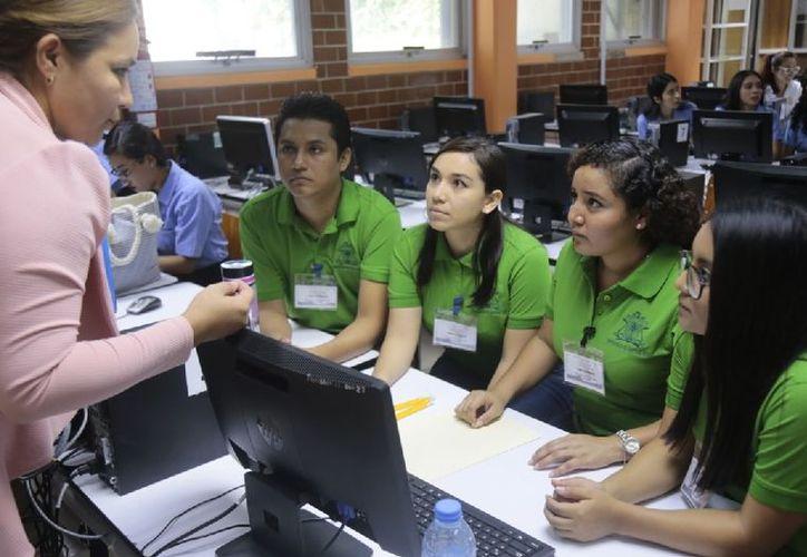Estudiantes de la Uqroo destacaron en el XII Maratón Regional de Conocimiento Anfeca 2018.  (Ángel Castilla/SIPSE)