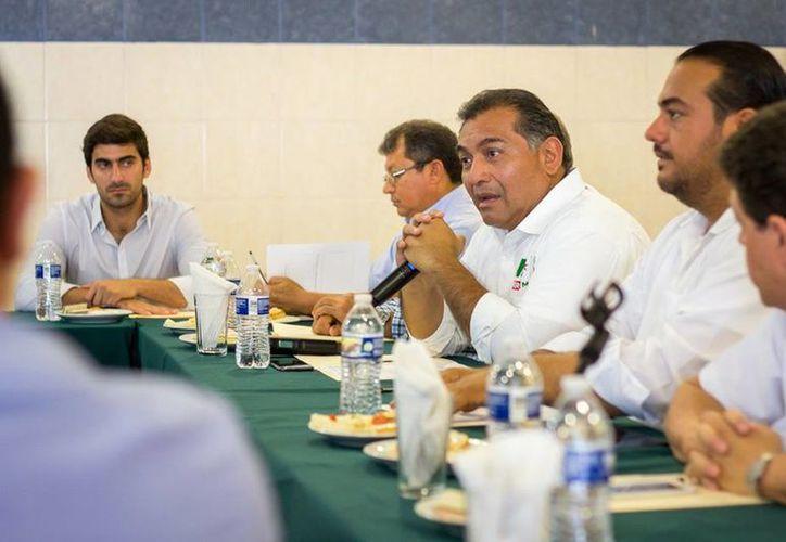 Víctor Caballero se reunió con prestadores de servicios turísticos. (Milenio Novedades)