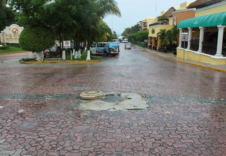 Tratan de frenar problemas de rebosamiento del drenaje pluvial. (Adrian Barreto/SIPSE)