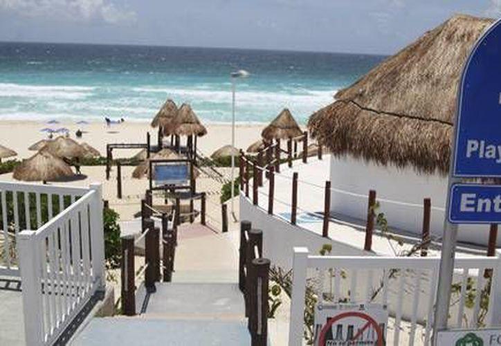 Playa Delfines y llamada popularmente, El Mirador, es una de las playas que cuenta con el distintivo de calidad. (Foto de contexto/Internet)