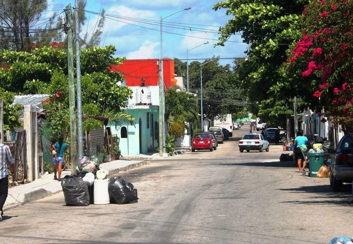Los vecinos aseguran que han pasado en unos casos durante 4 días y en otros hasta por una semana. (Daniel Pacheco/SIPSE)