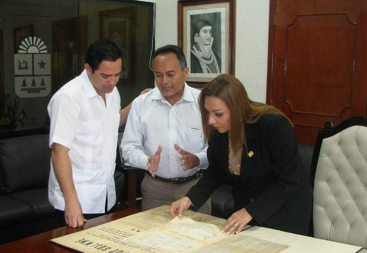 os documentos donados formarán parte del acervo histórico del Poder Legislativo del Estado. (Redacción/SIPSE)
