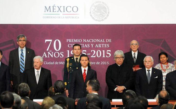 Enrique Peña Nieto resaltó que la misión de las y los artistas, así como la de los científicos es de la mayor trascendencia para nuestro país en la entrega del Premio Nacional de Ciencias y Artes. (presidencia.gob.mx)