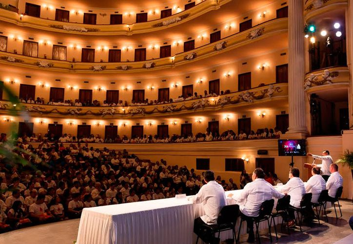 """En el teatro """"José Peón Contreras"""" se inauguró el Concurso Nacional de Creatividad Tecnológica. (Milenio Novedades)"""