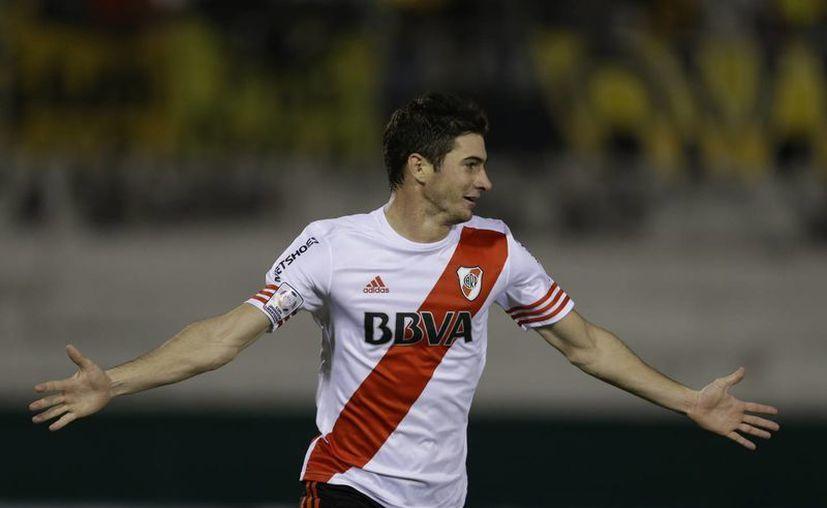 Lucas Alario hizo el único gol de River Plate en cancha de Guaraní en la semifinal de Copa Livertadores. El partido acabó 1-1 pero el club argentino avanzó a la final por marcador global de 3-1. (Foto: AP)