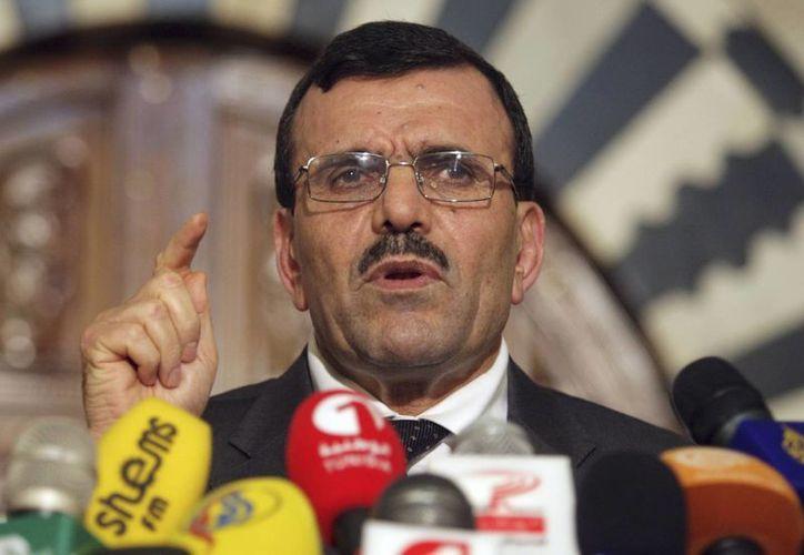El primer ministro tunecino Ali larayedh dio el anuncio sobre la dimisión del gobierno islamista. (Agencias)