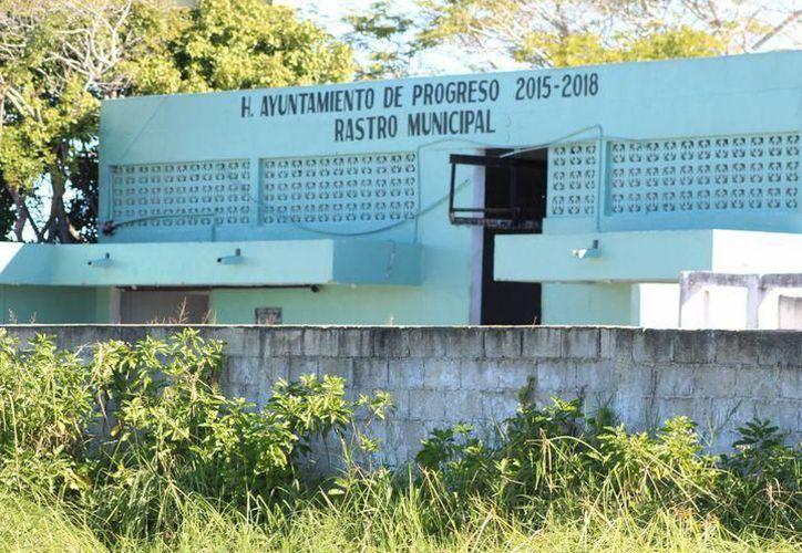 Administración anterior causa desalojo de rastro municipal.(Fotos: Novedades Yucatán)