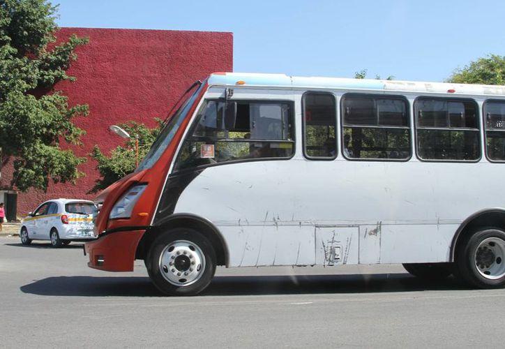 Habiendo déficit de transporte, la empresa seguirá transportando aún sin los permisos necesarios. (Eddy Bonilla/SIPSE)