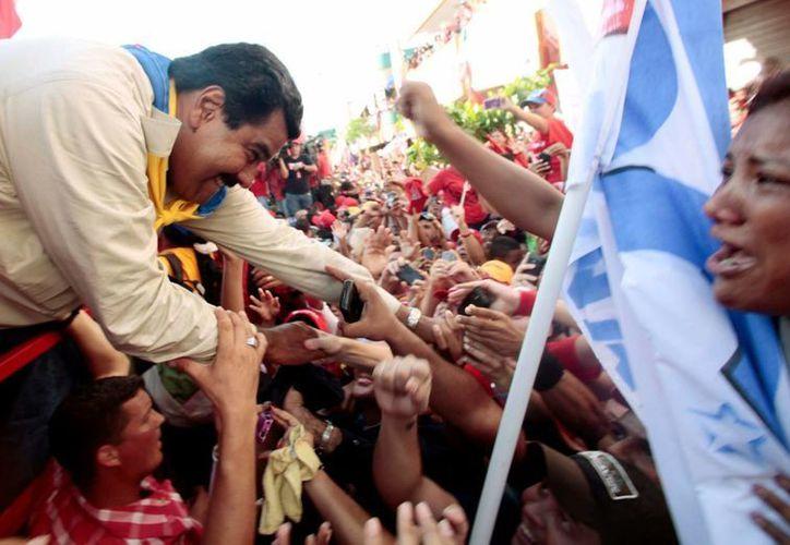 Maduro lleva la ventaja, según las encuestas. (Archivo)