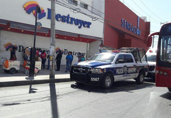 Los asaltantes abrieron la caja fuerte con esmeril y se llevaron 180 mil pesos. (Foto: Eric Galindo)