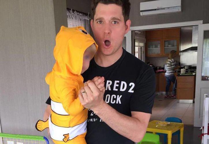 El cantante Michael Bublé informó este viernes que su hijo mayor, Noah, de apenas 3 años de edad, tiene cáncer. El intérprete y su esposa, Luisana Lopilato, anunciaron la cancelación de todas  sus actividades públicas. (Facebook/MichaelBuble)