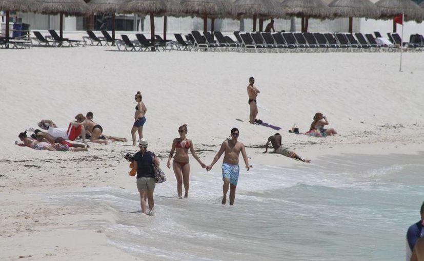 Actualmente, el sector hotelero paga 20 pesos el metro cuadrado de playa concesionada a la Zofemat. (Israel Leal/SIPSE)