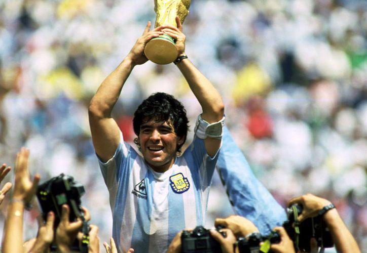 El jugador argentino jugó 692 partidos, metió 352 goles y ganó 11 títulos. (Contexto)