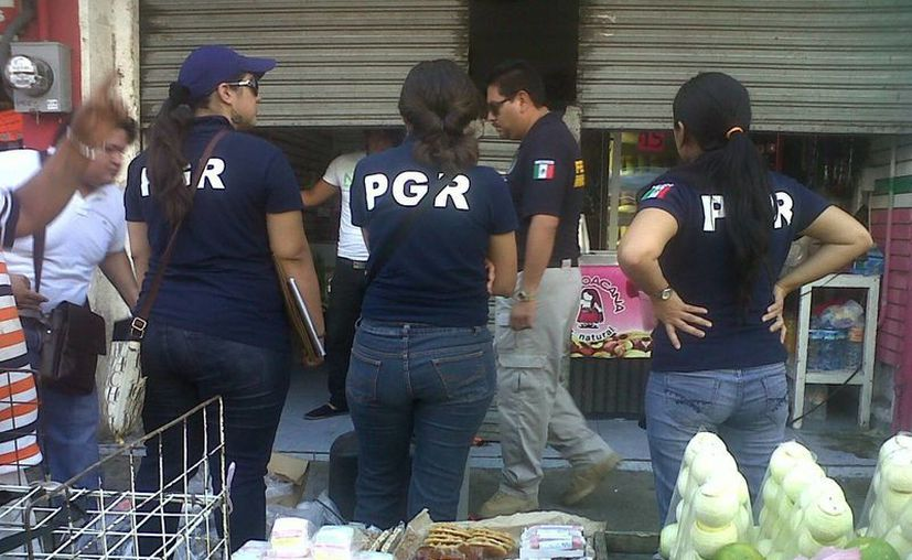 Agentes federales catearon varios locales cerca de los mercados. (Daniel Martínez/SIPSE)