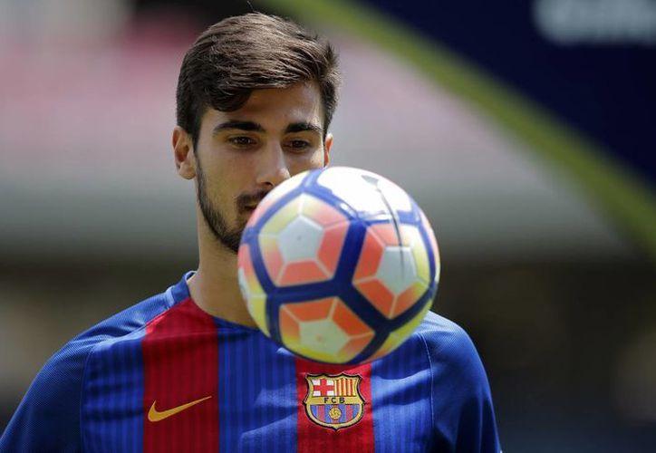 André Gomes en su presentación con el club FC Barcelona (AP)