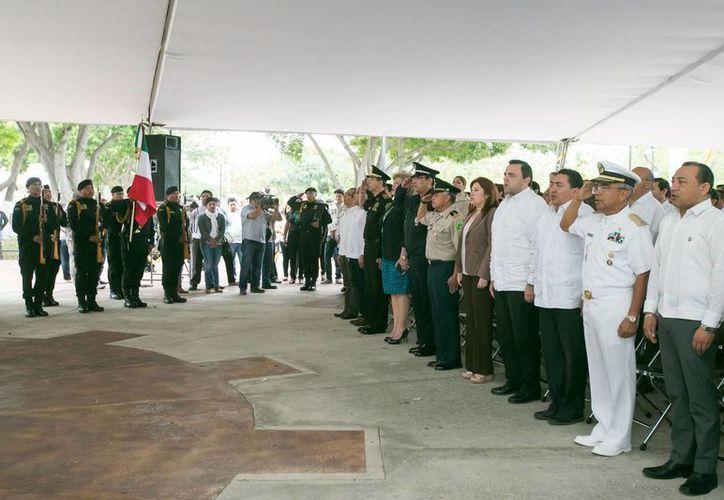 Autoridades civiles y militares conmemoraron el XCIX aniversario de la promulgación de la Constitución Política de los Estados Unidos Mexicanos, en el parque 'Artículo 123' ubicado en el Centro de la ciudad. (Milenio Novedades)