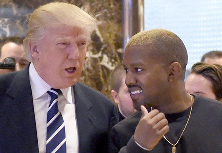 Un mes después de ganar las elecciones presidenciales, Donald Trump recibió a Kanye West en Nueva York (Foto: AFP)