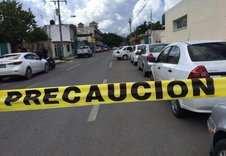 La calle 20, avenida norte, fue acordonada. (Redacción/SIPSE)