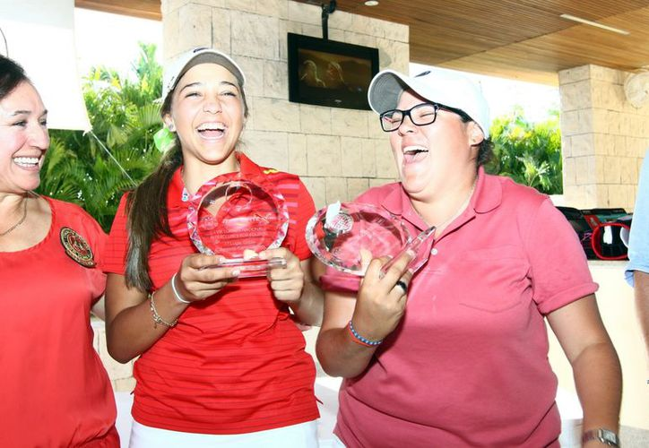 Natalia Ugalde y Ana Alicia Malagón, ganadoras de la categoría Campeonato. (SIPSE)