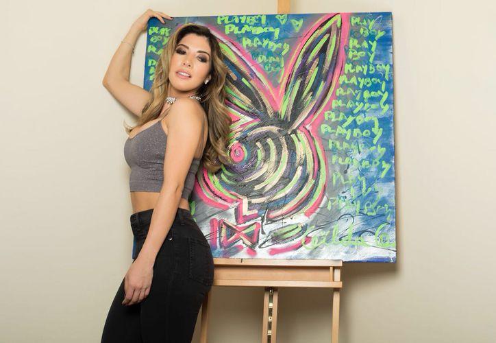 Gilda Garza, sin pensar llevó una pintura del conejito a ser la portada de este mes. (Redacción)