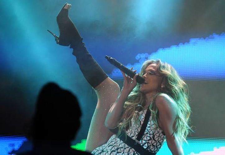 Un marroquí denuncia a Jennifer Lopez por ofrecer un show con alto contenido sexual en Rabat. En la imagen se observa a la artista en el show ofrecido la semana pasada. (EFE)