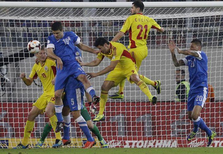 Este martes la selecciones de Grecia y Rumania se enfrentarán en el partido de vuelta de la repesca, este martes en Bucarest. (Agencias)