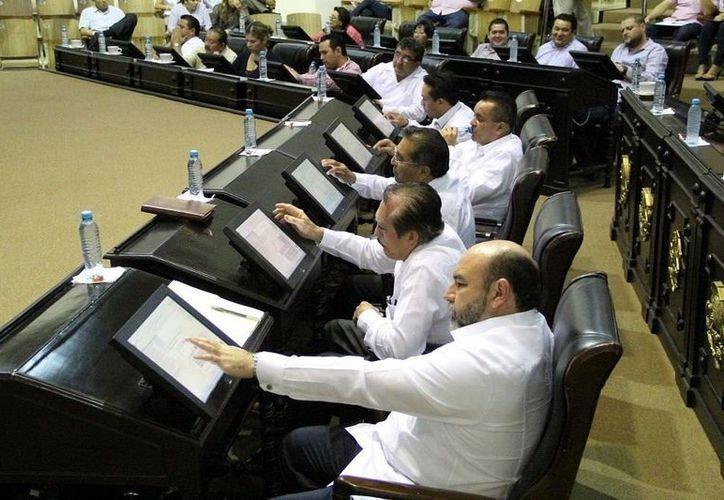 Imagen de la sesión de ayer en el pleno del Congreso del Estado donde ratificaron a Ariel Aldecua como nuevo Fiscal del Estado. (Milenio Novedades)