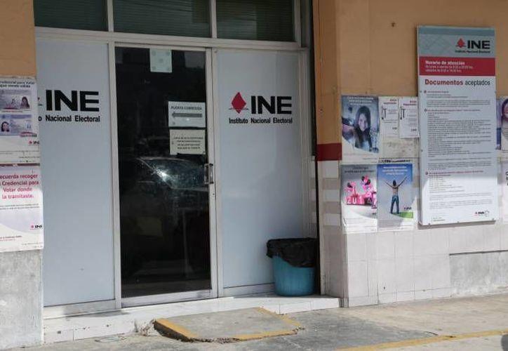 Tramitaron credenciales con documentos falsos ante el INE. (Contexto)