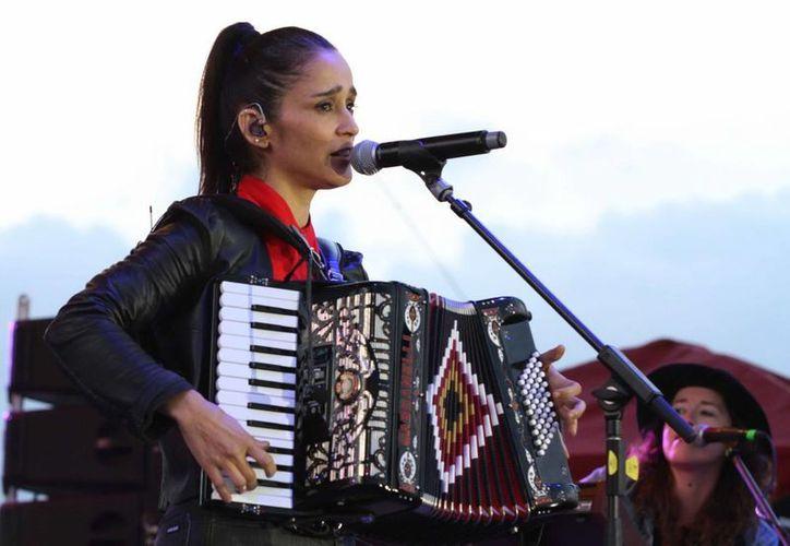 Julieta Venegas estrenó este martes 'Ese camino', primer sencillo de su nuevo album de 'Algo sucede'. (Notimex)