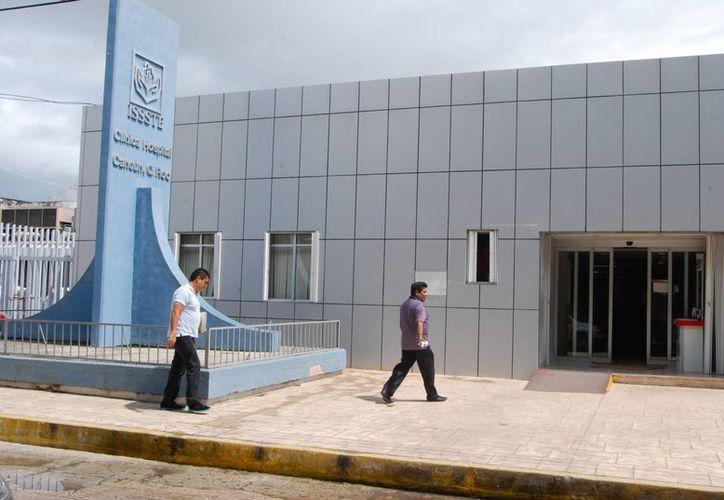 Un derechohabiente del Issste y su familia optaron por acudir a un médico particular, por la inadecuada atención que recibieron. (Tomás Álvarez/SIPSE)