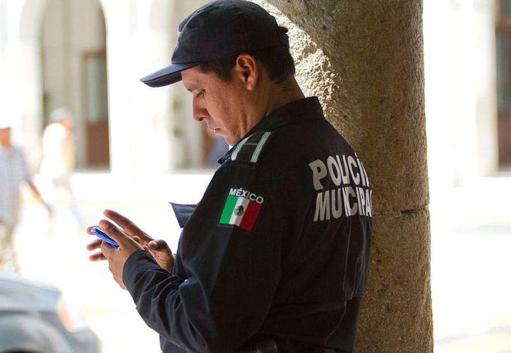 El uso excesivo de la nuevas tecnologías, entre las que se encuentran los smartphones, generan problemas de salud que ya pusieron en alerta a las autoridades. La imagen es únicamente de contexto. (NTX/Archivo)